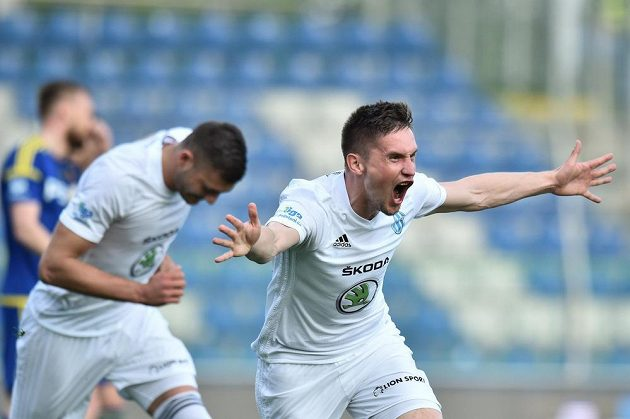 Lukáš Železník z Mladé Boleslavi se raduje z gólu v jihlavské síti v utkání 27. kola ligy.