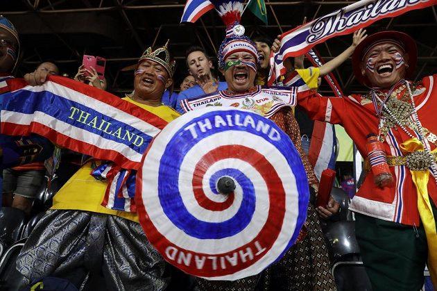 Thajští příznivci badmintonisty Boonsaka Ponsany.