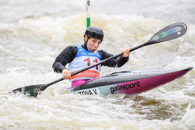 Kajakářka Veronika Vojtová během semifinálové jízdy v kategorii K1 v rámci Světového poháru ve vodním slalomu.