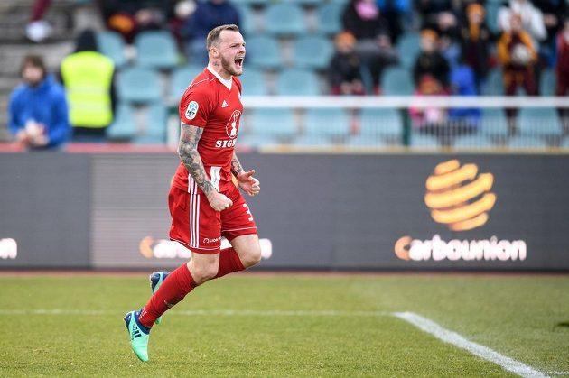 Olomoucký útočník Jakub Řezníček oslavuje na Julisce gól na 1:1.
