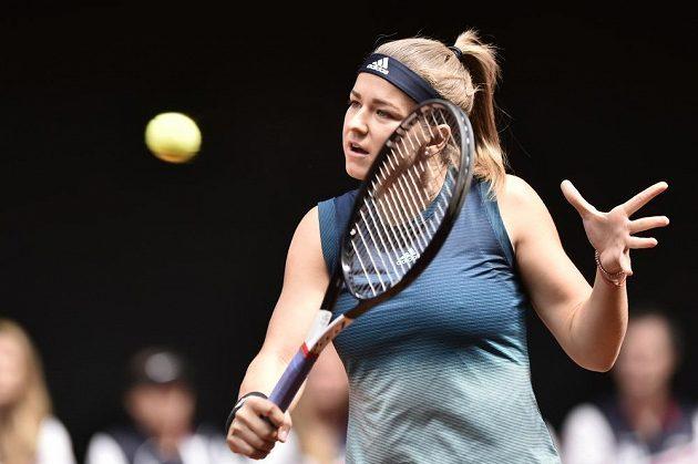 Česká tenistka Karolína Muchová v utkání s Rebeccou Marinovou z Kanady.