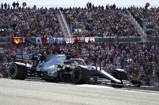 Druhé místo v USA stačilo, Brit Lewis Hamilton může opět slavit titul mistra světa.
