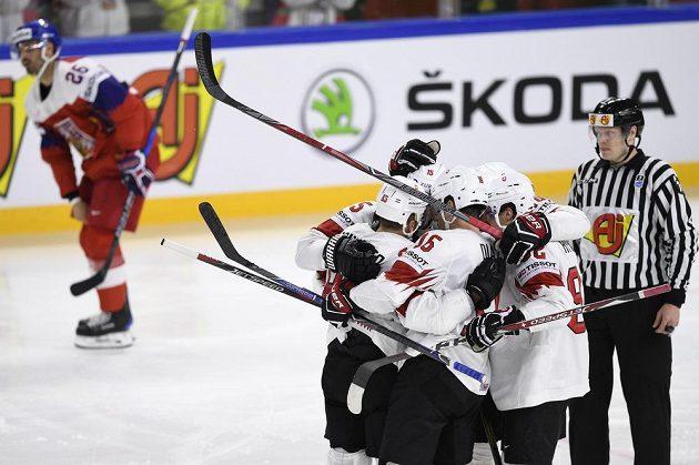 Švýcaři se radují z gólu proti českému týmu