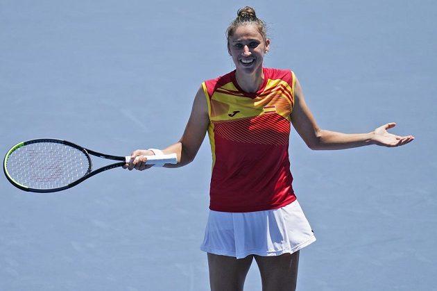 Sara Sorribesová ze Španělska poté, co vyhrála nad Ashleigh Bartyovou z Austrálie.