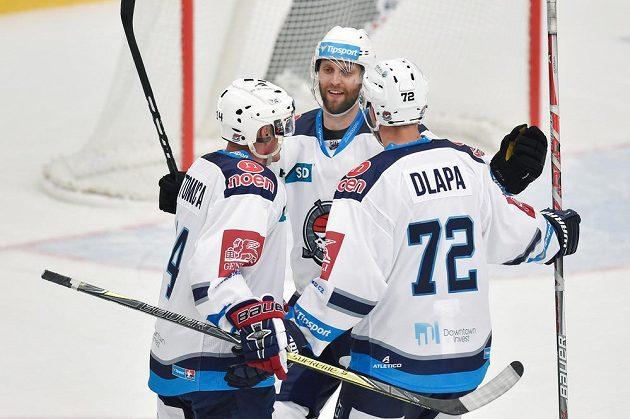 Hokejisté Chomutova se radují z vítězného gólu - zleva střelec Marek Tomica, Vladimír Růžička ml. a Ondřej Dlapa.