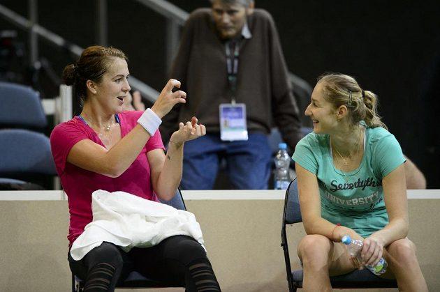 Ruské tenistky Anastasia Pavljučenkovová (vlevo) a Jekatěrina Makarovová.