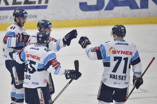 Z gólu se radují liberečtí hráči (zleva) Tomáš Filippi, Martin Ševc, autor branky Marek Kvapil a Jakub Valský.