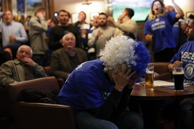 Fanoušci Leicesteru v hospodách sledovali zápas Tottenham - Chelsea.