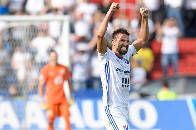 Milan Baroš z Baníku Ostrava oslavuje vítězný gól na 3:2 proti Spartě.