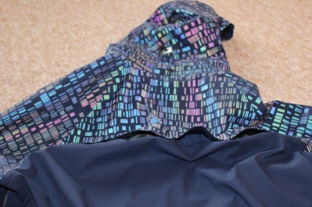Běžecká bunda Nike HyperShield Flash: Odvětrávání zad.