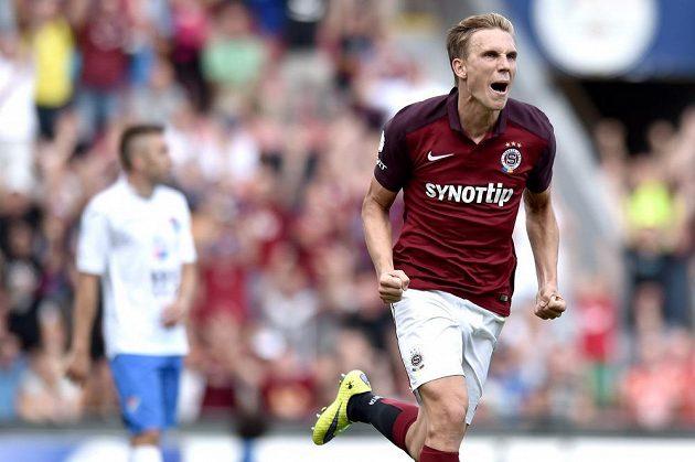 Sparťanský záložník Bořek Dočkal se raduje ze vstřelení gólu proti Baníku Ostrava ve druhém kole Synot ligy.