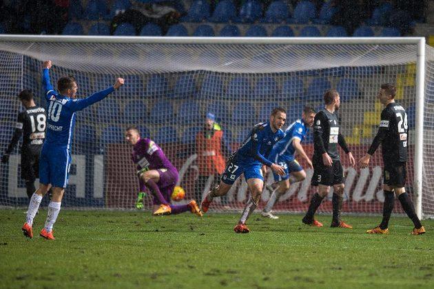 Gól! 3:2! Liberecký útočník Marek Bakoš oslavuje svůj hattrick.