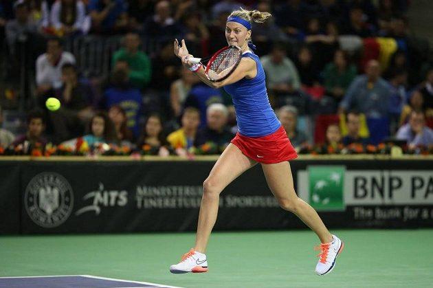 Petra Kvitová v zápase s Monikou Niculescuovou.