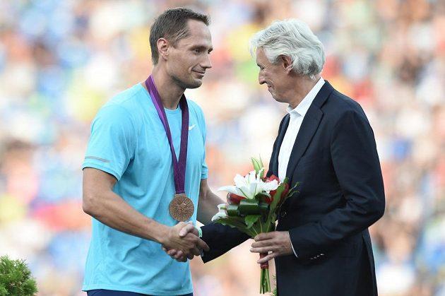 Oštěpař Vítězslav Veselý při slavnostním zahájení ostravské Zlaté tretry dostal bronzovou olympijskou medaili z Londýna.