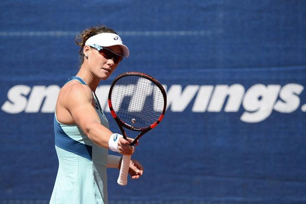Australská tenistka Samantha Stosurová během finále na turnaji v Praze.