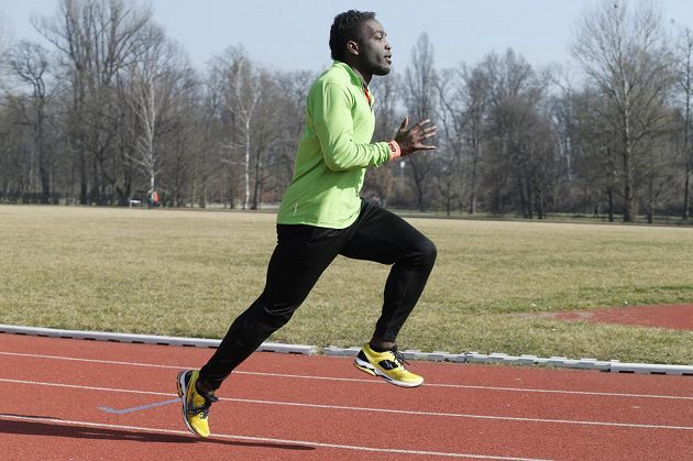 Sprinter a trenér Jerrel Feller se extrémního závodu také zúčastní.