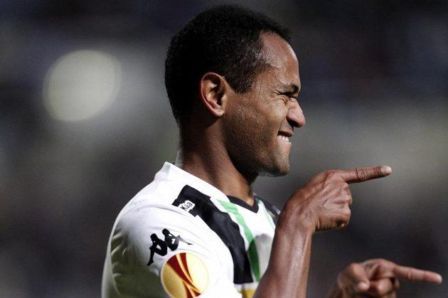 Útočník Mönchengladbachu Raffael slaví gól na hřišti Apollonu Limassol v utkání 4. kola Evropské ligy.