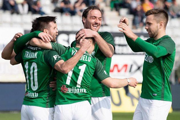 Fotbalisté Jablonce (zleva): Michal Trávník, Bogdan Vatajelu, Martin Doležal a Jakub Považanec oslavují gól na 2:0 proti Příbrami.