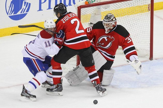 V utkání Jersey s Montrealem bodoval i Marek Židlický (uprostřed).