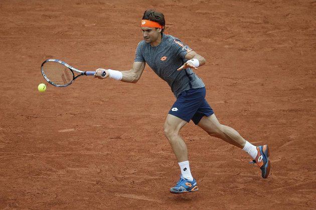 Španěl David Ferrer tahal v utkání s českou jedničkou za ktarší konec.