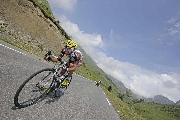 Francouz Christophe Riblon během sjezdu 18. etapy Tour de France.
