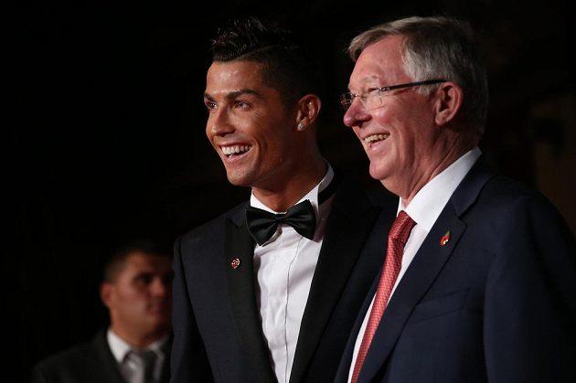 Sir Alex Ferguson (vpravo) nechyběl na premiéře nového filmu Ronaldo.