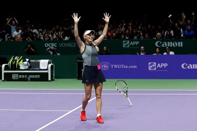 Je to tam. Dánka Caroline Wozniacká porazila na Turnaji misrtryň v Singapuru Američanku Venus Williamsovou.