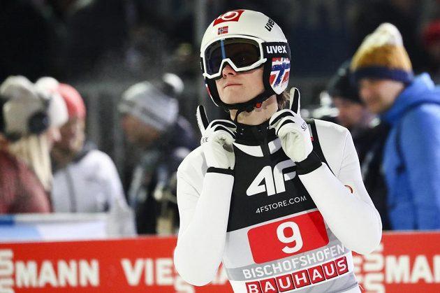 Norský skokan na lyžích Marius Lindvik během Turné čtyř můstků.
