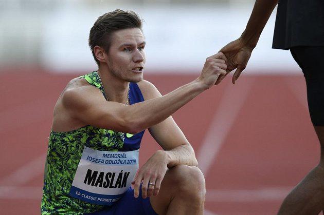 Český běžec Pavel Maslák v cíli závodu na 400 metrů na atletickém mítinku Memoriál Josefa Odložila.