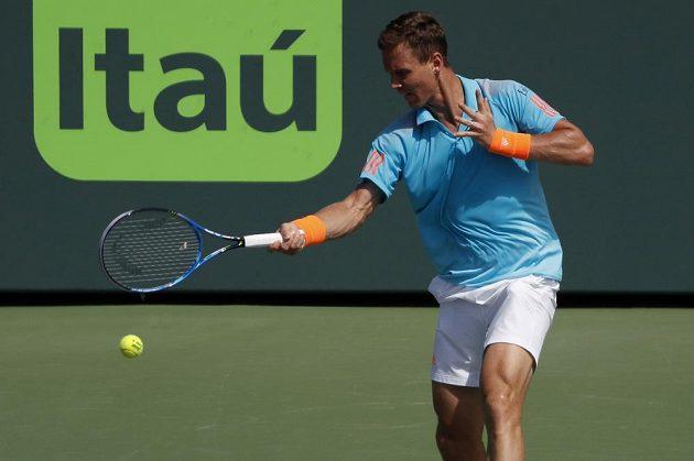 Český tenista Tomáš Berdych statečně vzdoroval Rogeru Federerovi, ale nakonec s ním v Miami prohrál 1:2 na sety.