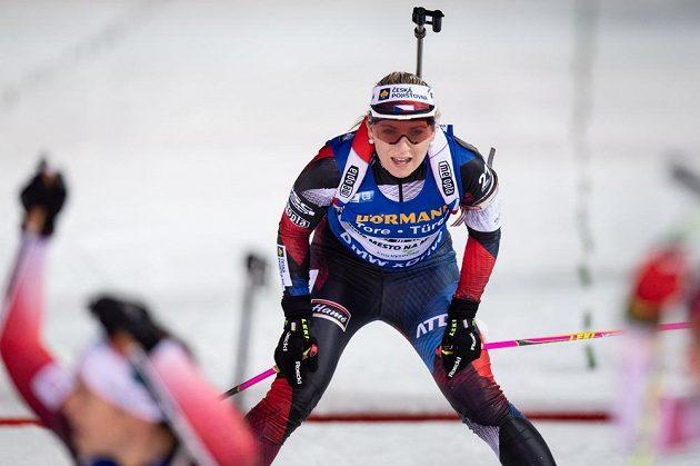 Česká biatlonistka Lucie Charvátová v cíli stíhacího závodu v rámci Světového poháru v Novém Městě na Moravě.