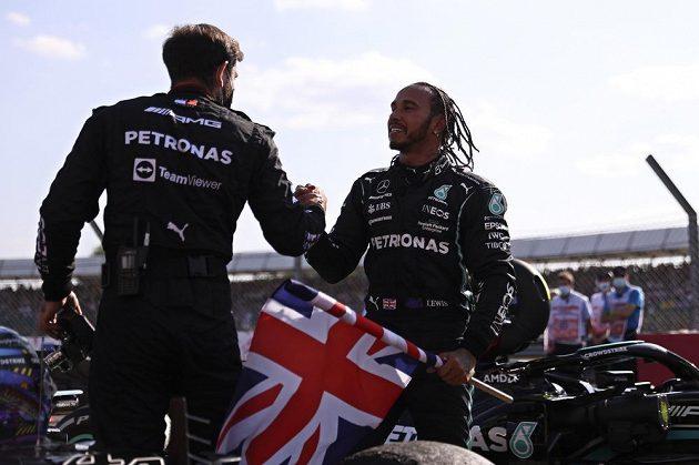 Útok na šampuona F1. Za neuctivé a nesportovní označil nizozemský jezdec Max Verstappen vítězné oslavy Lewise Hamiltona po Velké ceně Británie