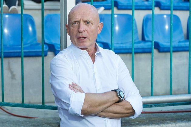 Trenér české reprezentace Karel Jarolím při utkání s Arménií.