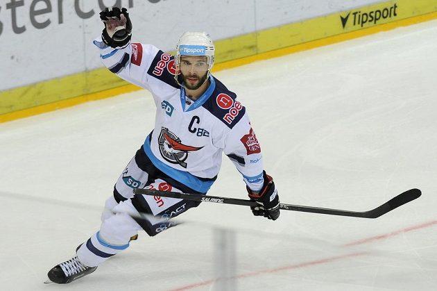 Michal Vondrka, kapitán týmu a autor dvou gólů Chomutova.