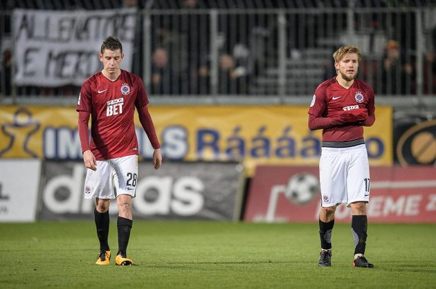 Fotbalisté Sparty Praha Ondřej Zahustel (vlevo) a Martin Frýdek po utkání 15.kola HET ligy, kdy prohráli na hřišti Sigmy Olomouc 0:1.