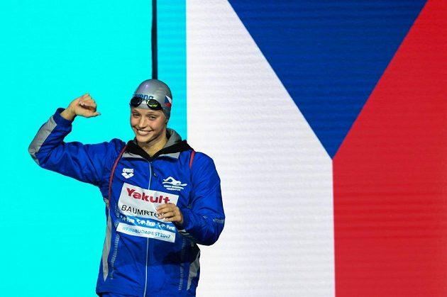 Česká plavkyně Simona Baumrtová před semifinále MS na 50m znak.
