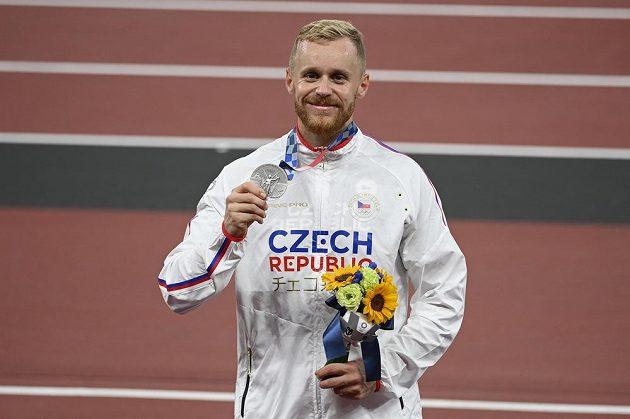 Jakub Vadlejch se stříbrnou medailí.