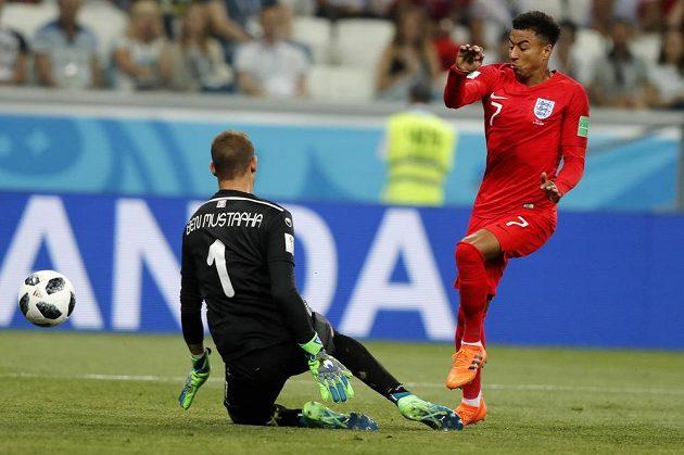 Akce anglického reprezentanta Jesseho Lingarda skončila na tyči tuniské branky.