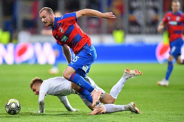 Důrazný plzeňský útočník Michael Krmenčík v utkání se Spartou v 10. kole Fortuna ligy.