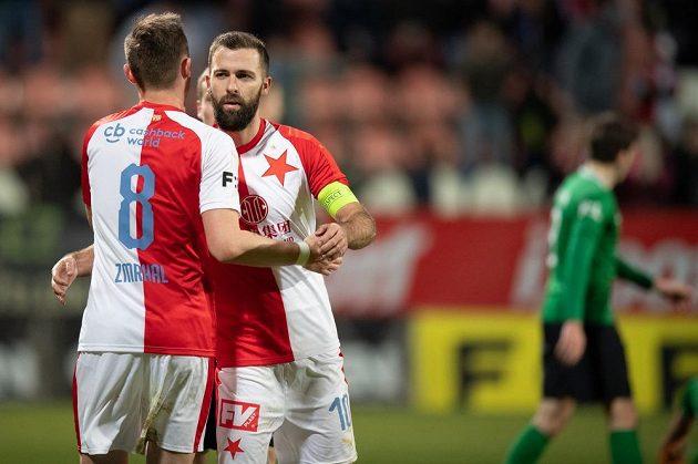 Fotbalisté Slavie Praha Jaromír Zmrhal a Josef Hušbauer oslavují gól na 2:0 během utkání v Příbrami.