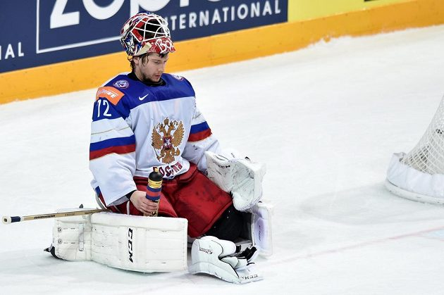 Pozice brankáře Sergeje Bobrovského zcela vykresluje průběh finále MS: Rusko se pod tlakem Kanady ocitlo na kolenou.