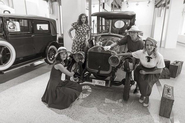 Fotografie s historickými vozy se pořizovaly v muzeu v Mladé Boleslavi.