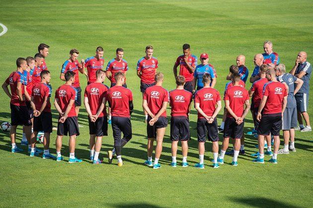 Česká fotbalová reprezentace na prvním tréninku před zápasy kvalifikace MS 2018 s Německem a Severním Irskem.