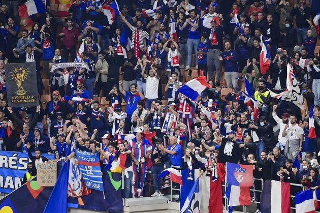 Radost francouzských fotbalových fanoušků po triumfu týmu ve finále Ligy národů.