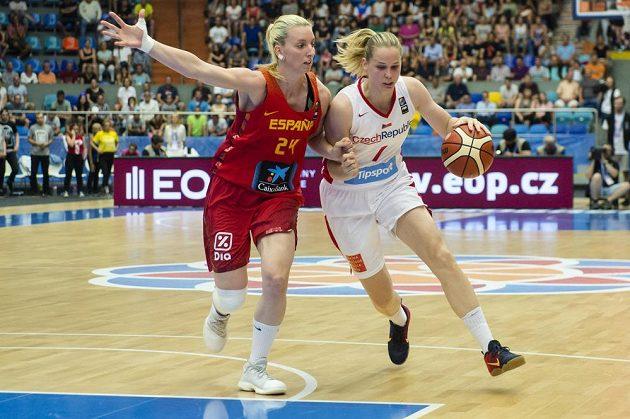 Alena Hanušová (vpravo) v souboji s Laurou Gilovou ze Španělska.