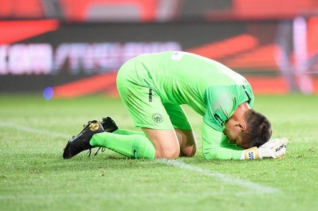 Zklamaný brankář Slovanu Liberec Filip Nguyen.