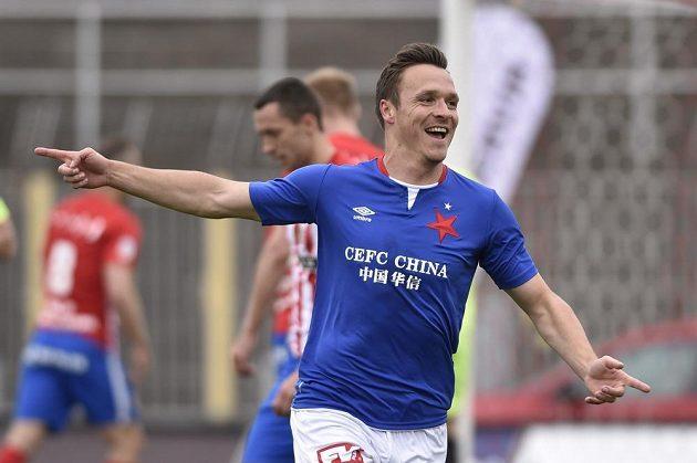 Stanislav Tecl ze Slavie se raduje z gólu.