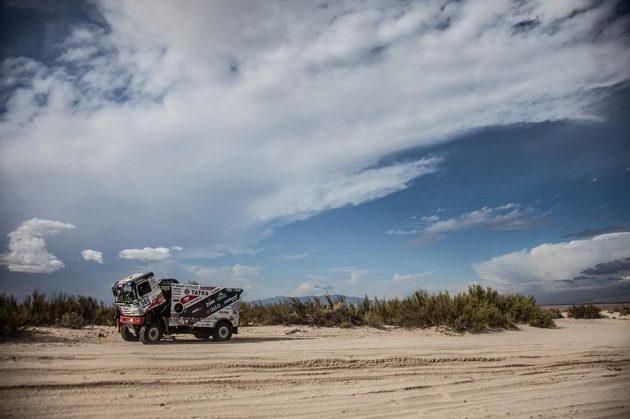 Martina Kolomého provázely i v 8. etapě Rallye Dakar problémy a ztratil.