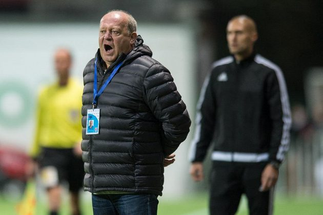 Trenér Mladé Boleslavi Leoš Kalvoda během utkání s Bohemians.