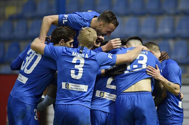 Fotbalisté Liberce slaví gól proti Karviné.